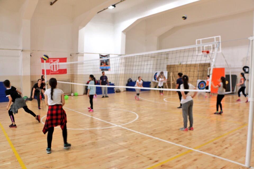 Voleybol kursumuz spor salonumuzda devam ediyor...